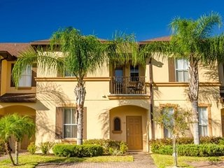 Gorgeous 3bd townhome in Regal Palms resort near Disney