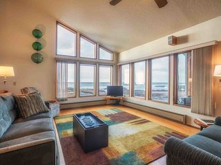 Magical Ocean Front Home in Yachats. Dog Friendly. Electric Car Charger!