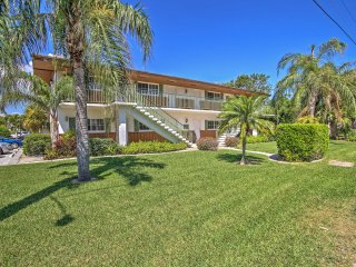 Singer Island Condo - Walk to Beach & Marina!