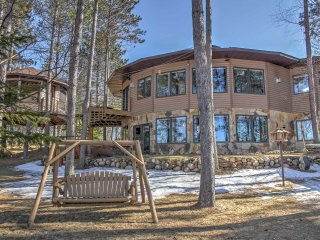 New! 2BR Dixon Lake Condo w/ Tree House Spa!