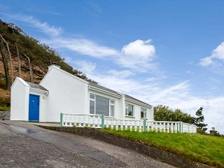 ROSSBIEGH BEACH No 1, all ground floor, woodburner, pet-friendly, Glenbeigh, Ref