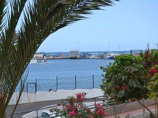 First line seaviews 1 bedroom 25 m to the beach WIFI Pool