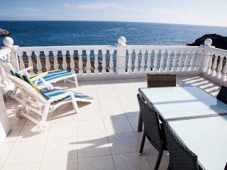 First line, 2-bed, terrace 30 sq.m above the ocean, 3 pools on the territory