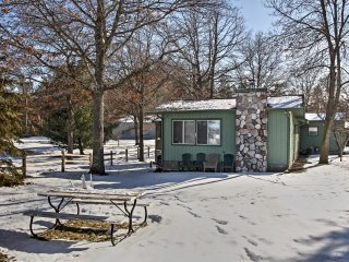 NEW! Spacious 4BR Lakefront Cabin & Bunker!