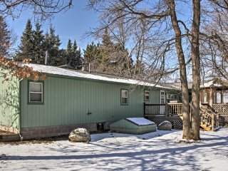 Spacious Cabin & Bunk House on Upper Hay Lake!