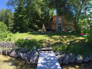 Lake Leelanau Lakefront Home with Kayaks and Paddleboards included, sleeps 11, Traverse City