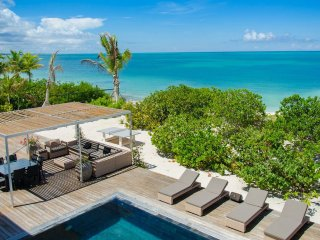 9 bd. family friendly beachfront villa, private pool/shallow area, outdoor games