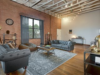Charming Industrial 3 Bedroom Loft, Dallas