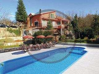 4 bedroom Villa in Makarska-Grubine, Makarska, Croatia : ref 2302503, Donji Prolozac