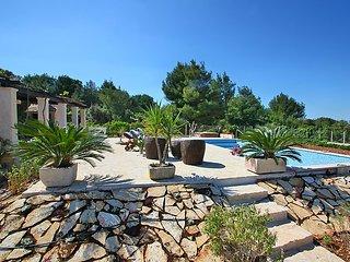 4 bedroom Villa in Mirca, Splitsko-Dalmatinska Zupanija, Croatia : ref 5029105