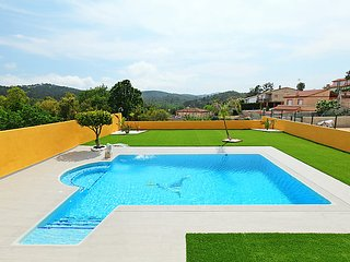3 bedroom Villa in Lloret de Mar, Costa Brava, Spain : ref 2369796, Vidreres