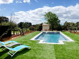 Saint-Siffret Holiday Home Sleeps 6 with Pool Air Con and Free WiFi - 5699611