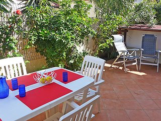 3 bedroom Villa with Air Con, WiFi and Walk to Beach & Shops - 5699483