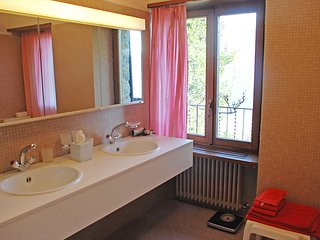3 bedroom Villa in Ronco sopra Ascona, Ticino, Switzerland : ref 2370994