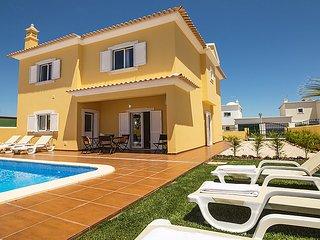 3 bedroom Villa in Armacao de Pera, Algarve, Portugal : ref 2371648