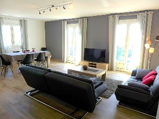 3 bedroom Apartment with WiFi and Walk to Beach & Shops - 5699389