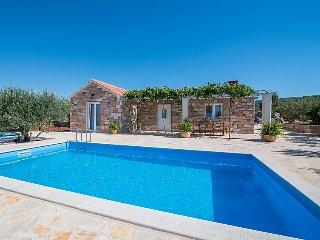 2 bedroom Villa in Supetar, Splitsko-Dalmatinska A1/2upanija, Croatia : ref 503963