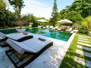 Palatial 2000sqm_5 Bed Luxe Pool Villa & Jacuzzi Spa_ SEMINYAK