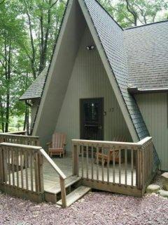 Cozy chalet in Lake Harmony Estates.
