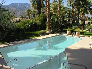 30 day rent TROPICAL!  PRIVATE POOL & HOT TUB! 8 ppl  4 bdrm 5 bath DOWNTWN