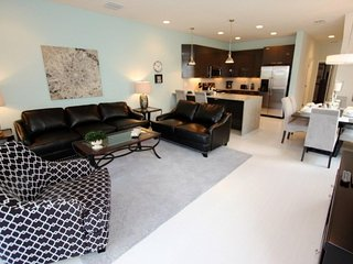 Classy 3 Bedroom 3 Bath Town Home with Upgrades. 17325SB, Kissimmee