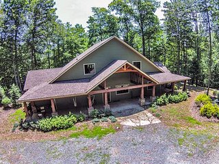 6 Acres, Sleeps 10, Dog Friendly!,HOT TUB, HIKE, Fish, Canoe, or Just Relax!