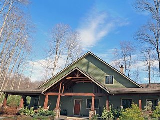 Carolina Serenity Lodge - Deep Gap,6Acres,Sleeps 10,HOT TUB,HIKE, Fish, RELAX