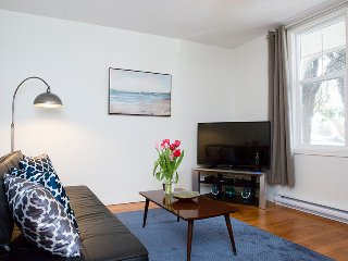 Internet TV Parking Fully Furnished Recently Renovated Unit in Triplex 600 Sqft