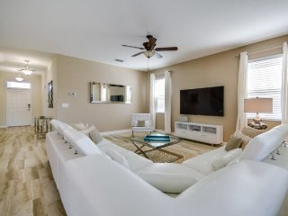 6 Bedroom 5 Bath Pool Home in the Fantastic ChampionsGate Golf Resort. 1538MVD, Loughman