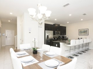 Dream townhome VIP Orlando+ pool, near Disney