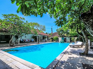 SeaEnah, Stylish Spacious 4 Bedroom Villa, near beach, Sanur