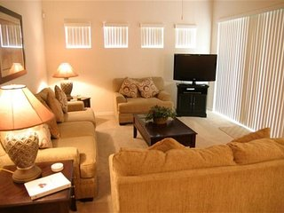 Spacious 5 Bed 4 Bath Villa With Pool and Spa. 722TH