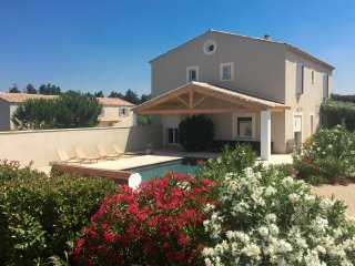 RELAXING HOLIDAY PROPERTY - 2 SWIMMINGPOOLS - IN BETWEEN PROVENCE AND NIMES AREA