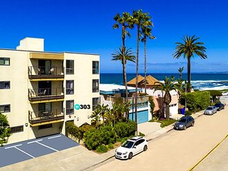 10% OFF AUG - Charming 2BR Condo - Steps from the Beach & Walk to Town!