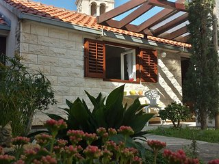 Apartments M&M - One Bedroom Apartment with Garden Terrace, Supetar