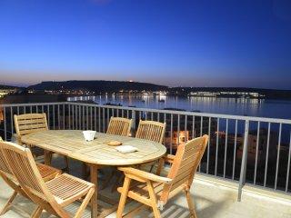Modern Penthouse Stunning Ocean Vews & Terrace Wifi