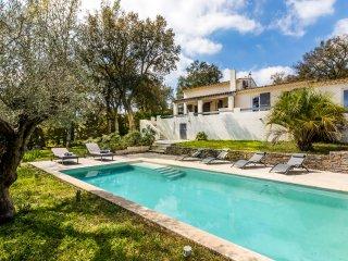 Villa de 120m2 au calme avec piscine privee 15km de Saint Raphael