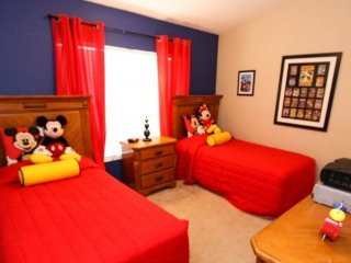 7669SKC. 3 Bedroom Town Home With Pool and Mickey Themed Bedroom