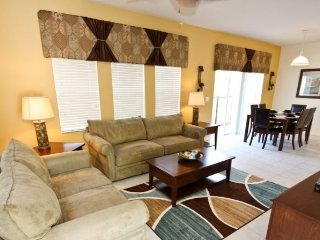 3031YLL. 4 Bedroom 3 Bathroom Town Home with Lake View