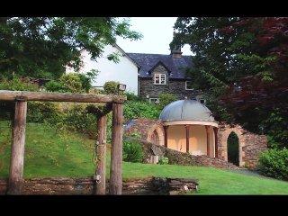 YR HEN HOFEL at Bryn Melyn Farm Cottages