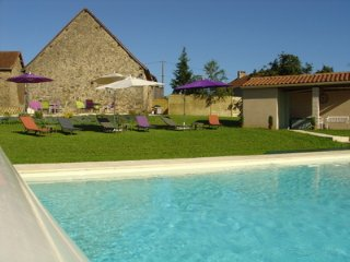 Barn conversion with heated pool and WiFi, La Coquille