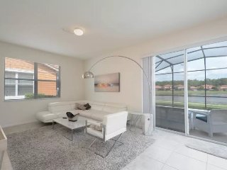 541LFD. Bella Vida 4 Bedroom Private Pool Town Home with a Lake View