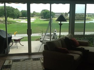 Golf Front and Lake Front and Country Club 3 bedroom with 2 golf carts, The Villages