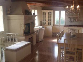 130 m beautiful old stone house near Golf course, Vicenza