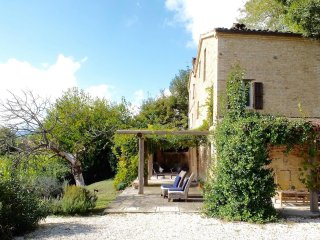 Beautifully renovated farmhouse in Marche with private pool and stunning views, Sant'Angelo In Pontano