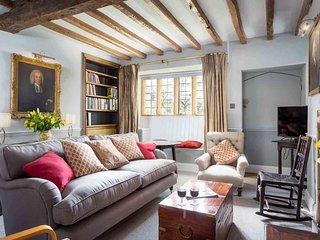 A lovely fusion of antique and contemporary styles