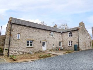 ROW FOOT, woodburning stoves, enclosed lawned garden, pet-friendly