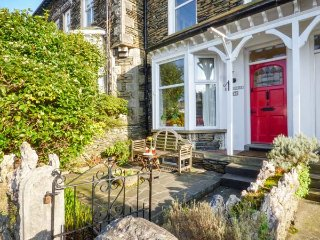 GILLERCOMBE, four floors, mid-terrace, enclosed patios, in Bowness Ref 948800