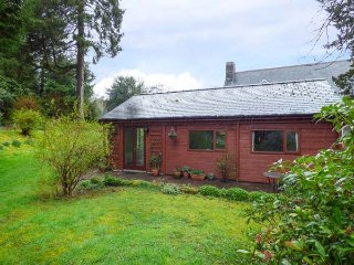 TY NAIN, detached chalet, all one floor, pet-friendly, WiFi, in Dolwyddelan