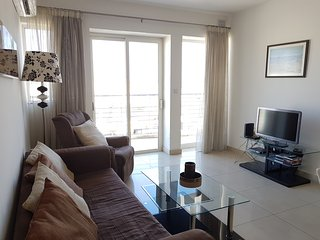 Central & Modern 1 Bedroom Apartment, Gzira